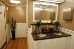 portable bathroom with air condition